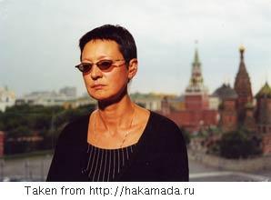 Khakamada in front of the Kremlin
